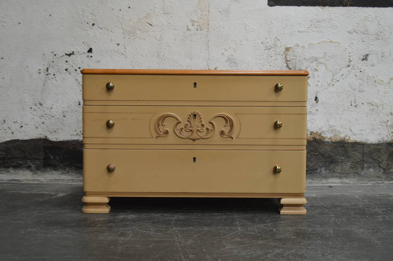 Swedish Art Deco Painted Chest of Drawers For Sale 6