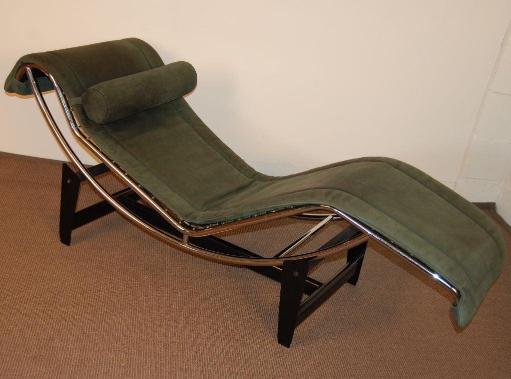 Sale le corbusier lc4 green leather chaise longue at 1stdibs for Chaise longue le corbusier pony