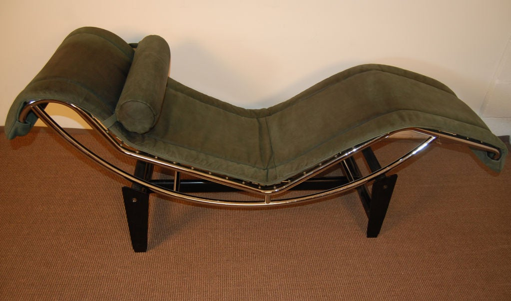 Sale le corbusier lc4 green leather chaise longue at 1stdibs for Chaise longe le corbusier
