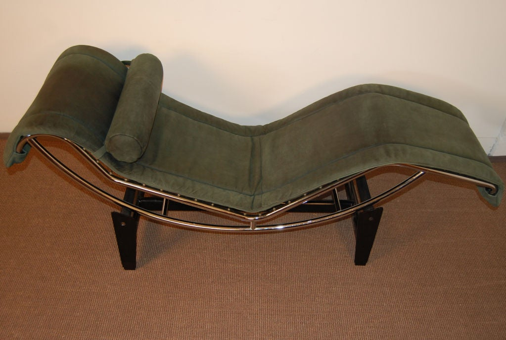 Sale le corbusier lc4 green leather chaise longue at 1stdibs for Chaise longue le corbusier originale