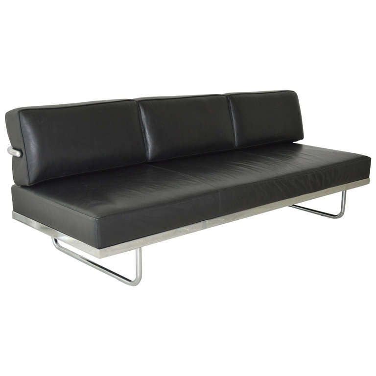 le corbusier lc5 sofa day bed by cassina at 1stdibs. Black Bedroom Furniture Sets. Home Design Ideas