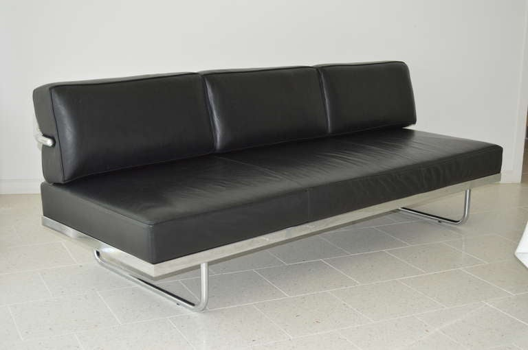 Attractive The Le Corbusier LC5 Sofa Day Bed Is A Three Seat Sofa With An Attached  Backrest