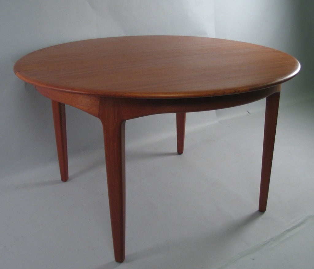 Danish Modern Round Teak Extension Dining Table by Soro  : 857413333873432 from www.1stdibs.com size 1023 x 876 jpeg 62kB