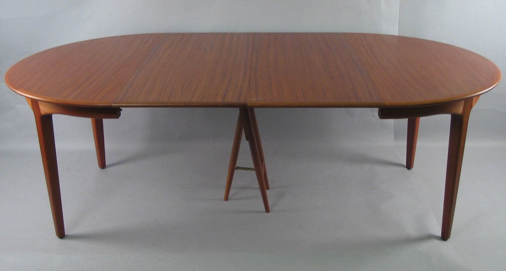 Danish modern round teak extension dining table by soro for Modern dining table plans