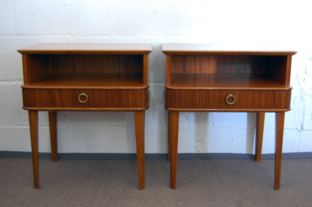 Mid-Century Modern Exceptional Pair of Mahogany Night Stands or End Tables For Sale