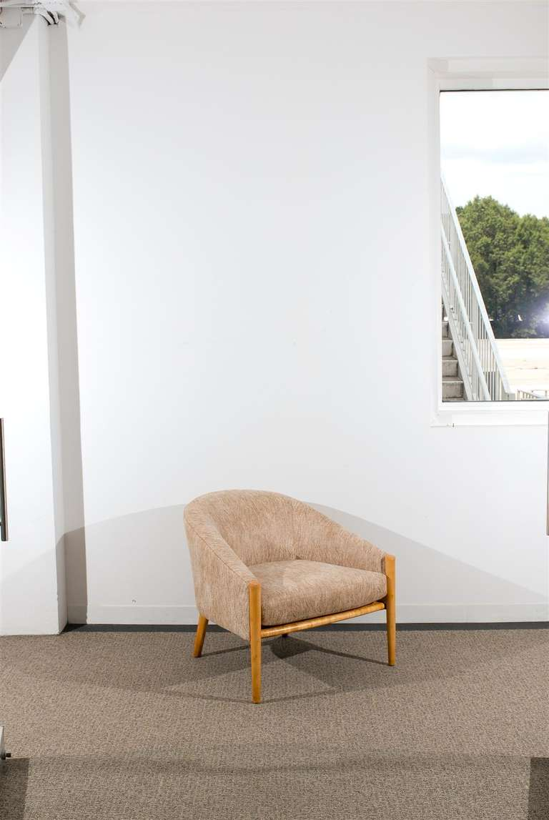 Mid-Century Modern Outstanding Pair of Ward Bennett Style Lounge Chairs in Maple, circa 1975 For Sale