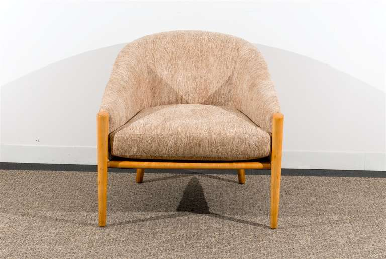 Late 20th Century Outstanding Pair of Ward Bennett Style Lounge Chairs in Maple, circa 1975 For Sale