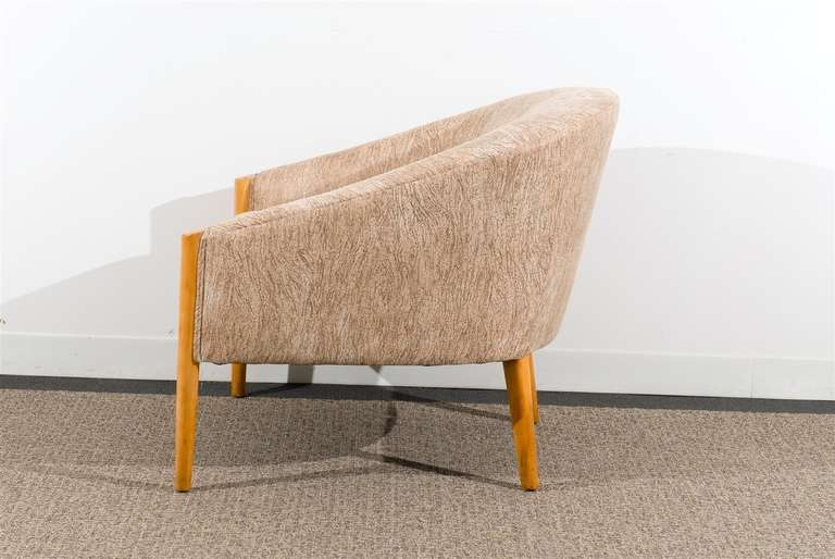 Fabric Outstanding Pair of Ward Bennett Style Lounge Chairs in Maple, circa 1975 For Sale