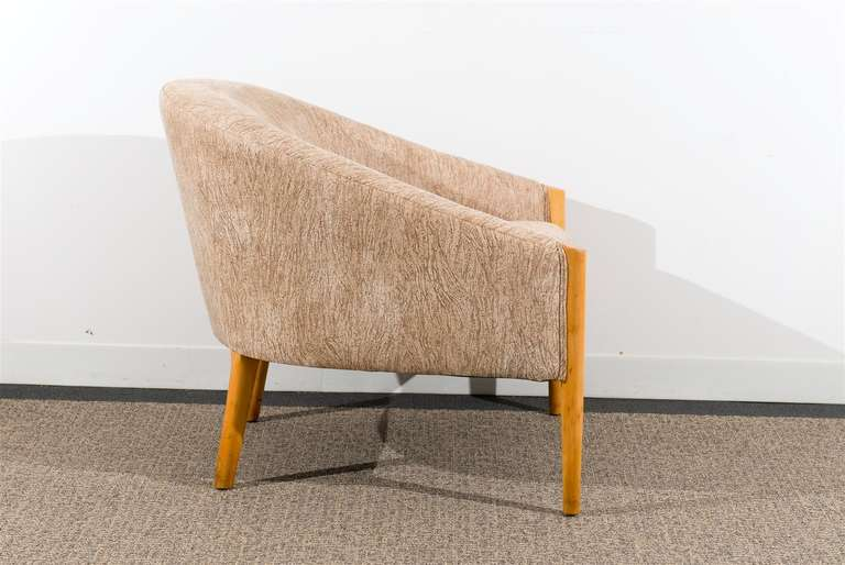 Outstanding Pair of Ward Bennett Style Lounge Chairs in Maple, circa 1975 For Sale 1