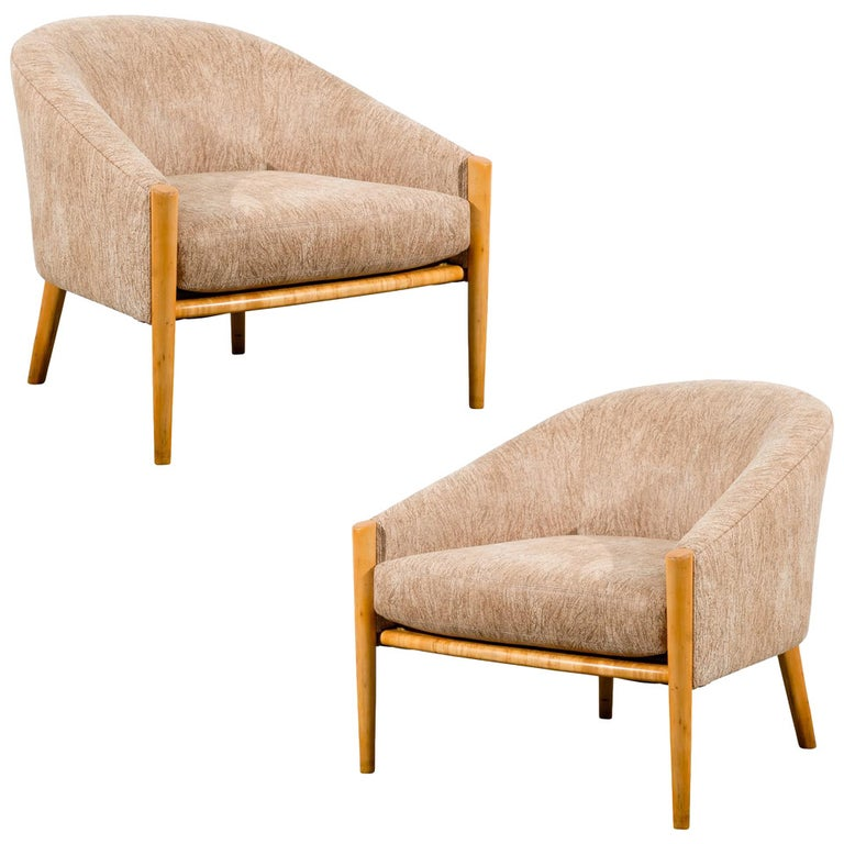 Outstanding Pair of Ward Bennett Style Lounge Chairs in Maple, circa 1975 For Sale
