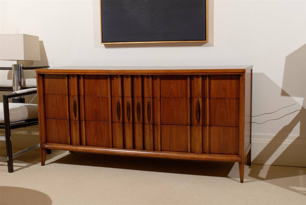 A fantastic example from a rare case series by Thomasville, circa 1960. An exceptional Danish influenced design executed in beautiful walnut. A rich and warm piece which will add great texture to any interior. Finished in a semi-gloss lacquer to
