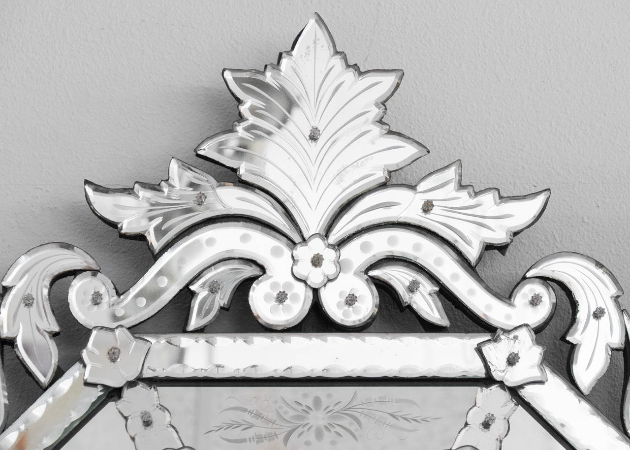 Antique Italian Mirror of Venetian Glass In Good Condition For Sale In Austin, TX
