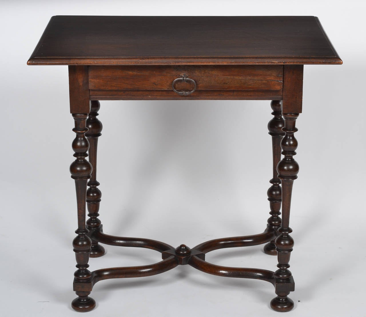 french louis xiii style walnut writing table at 1stdibs. Black Bedroom Furniture Sets. Home Design Ideas