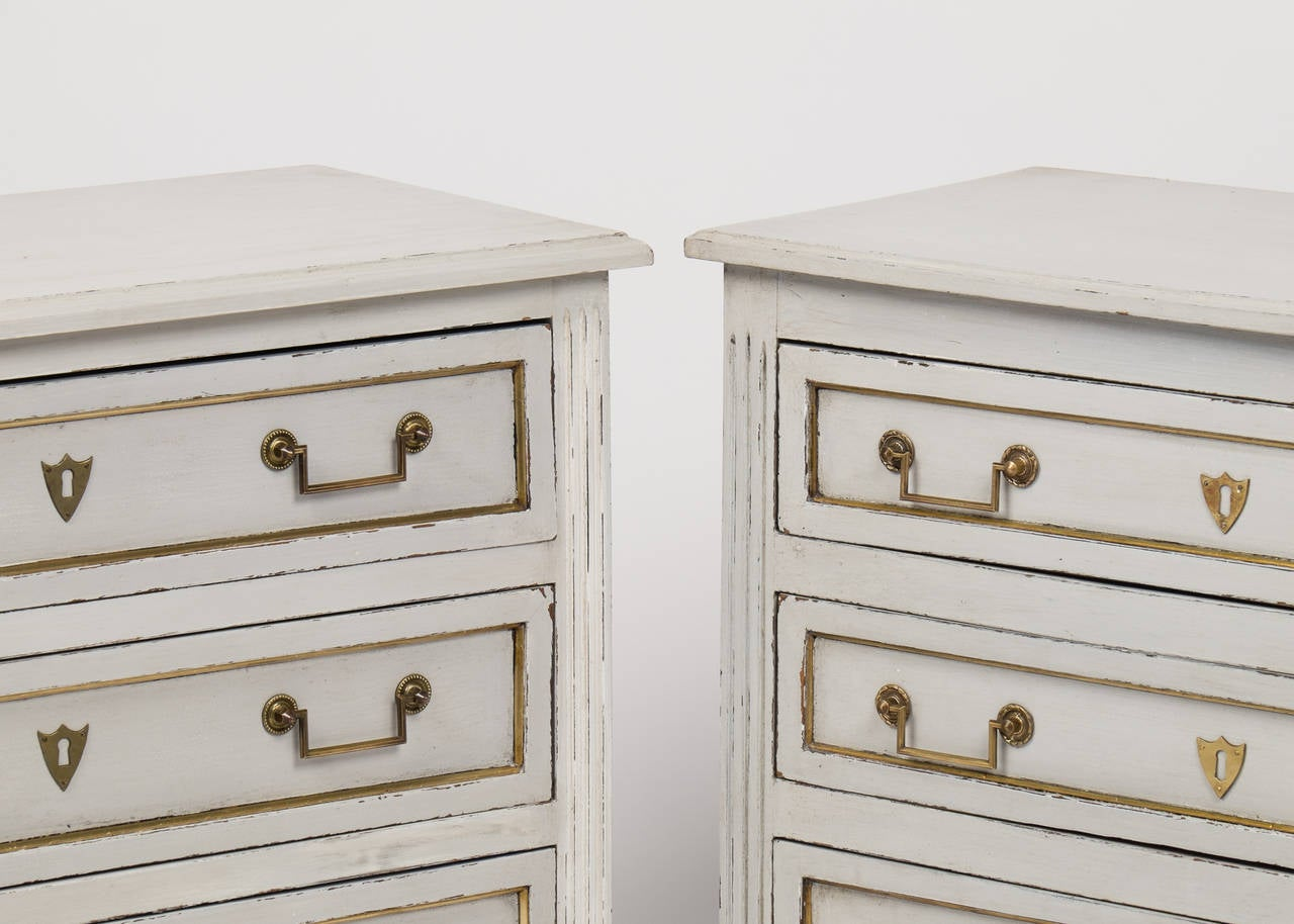 Louis XVI Pair of Painted Chests of Drawers 7