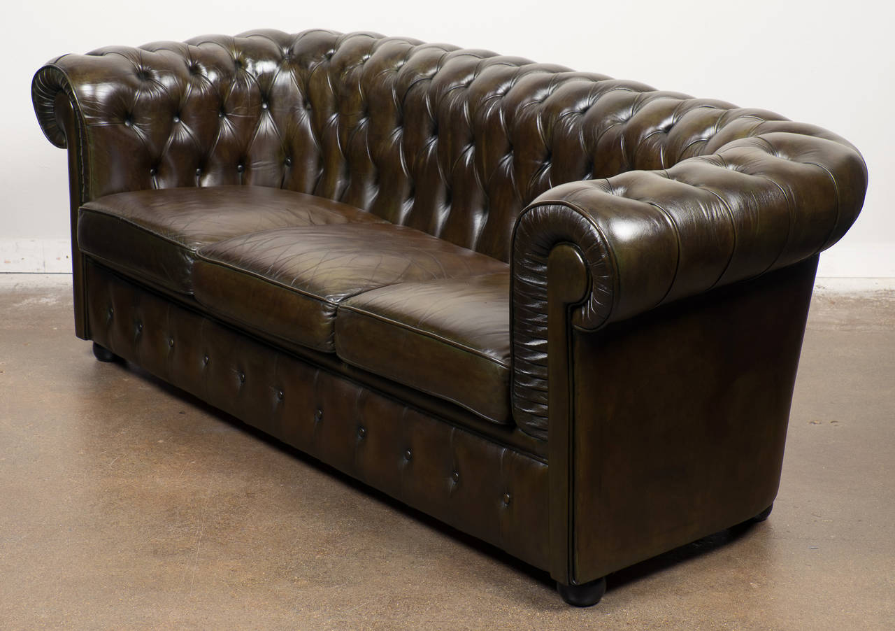 Vintage bronze leather chesterfield sofa at 1stdibs for Decor jewelry chesterfield