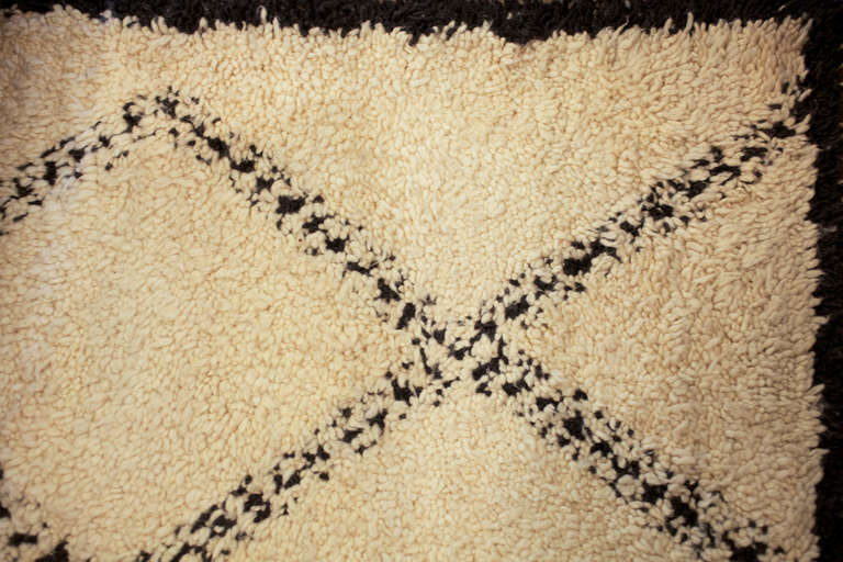 Handwoven Lamb's Wool Moroccan Rug For Sale 1