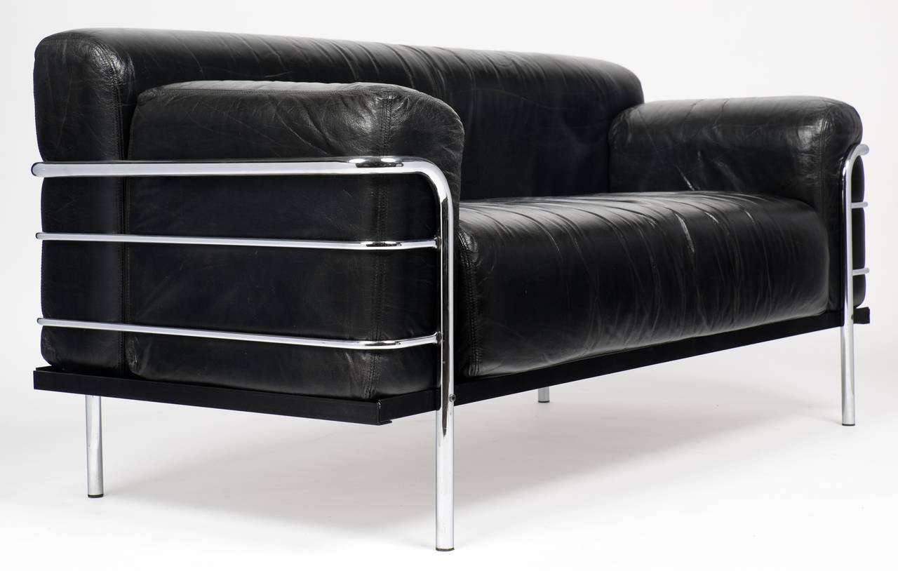 vintage le corbusier style leather and chrome sofa at 1stdibs. Black Bedroom Furniture Sets. Home Design Ideas
