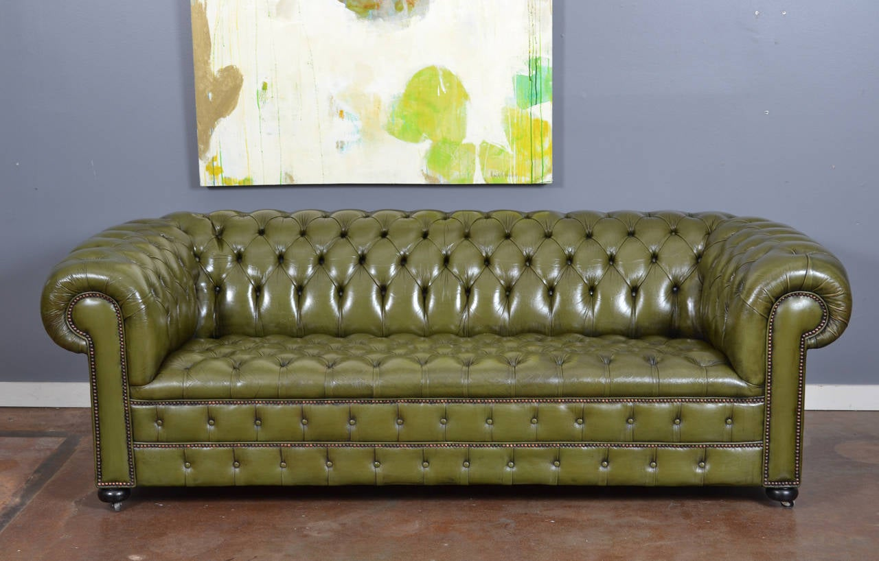 Vintage English Olive Green Leather Chesterfield Sofa In Good Condition For  Sale In Austin, TX