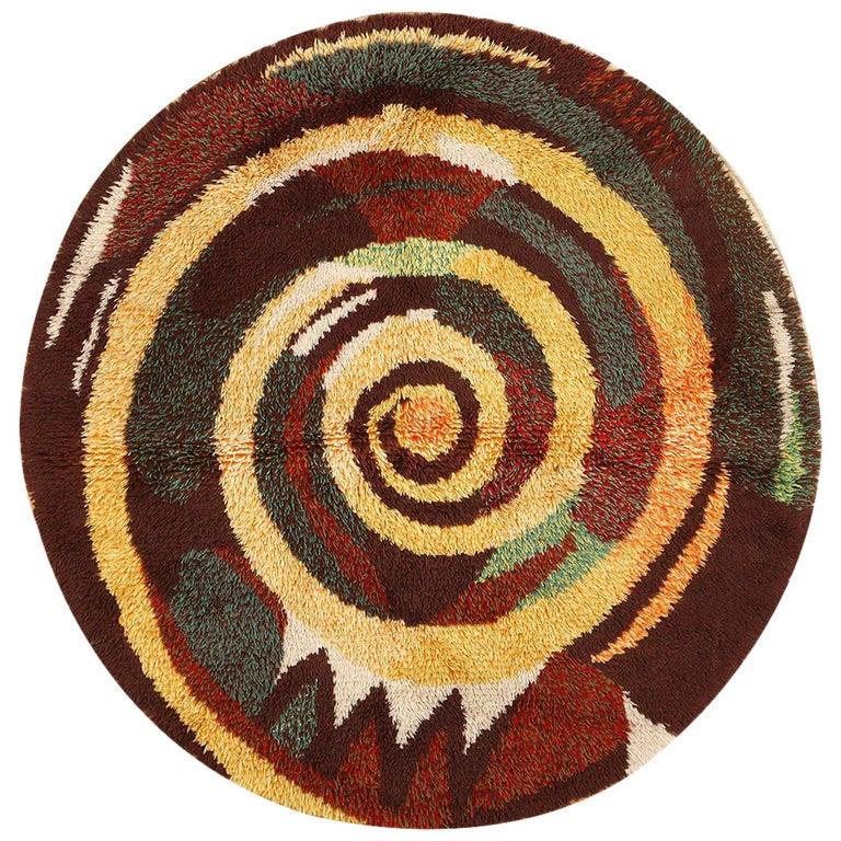 Vintage Round Swedish Rya Rug. Size: 6 ft x 6 ft (1.83 m x 1.83 m) For Sale
