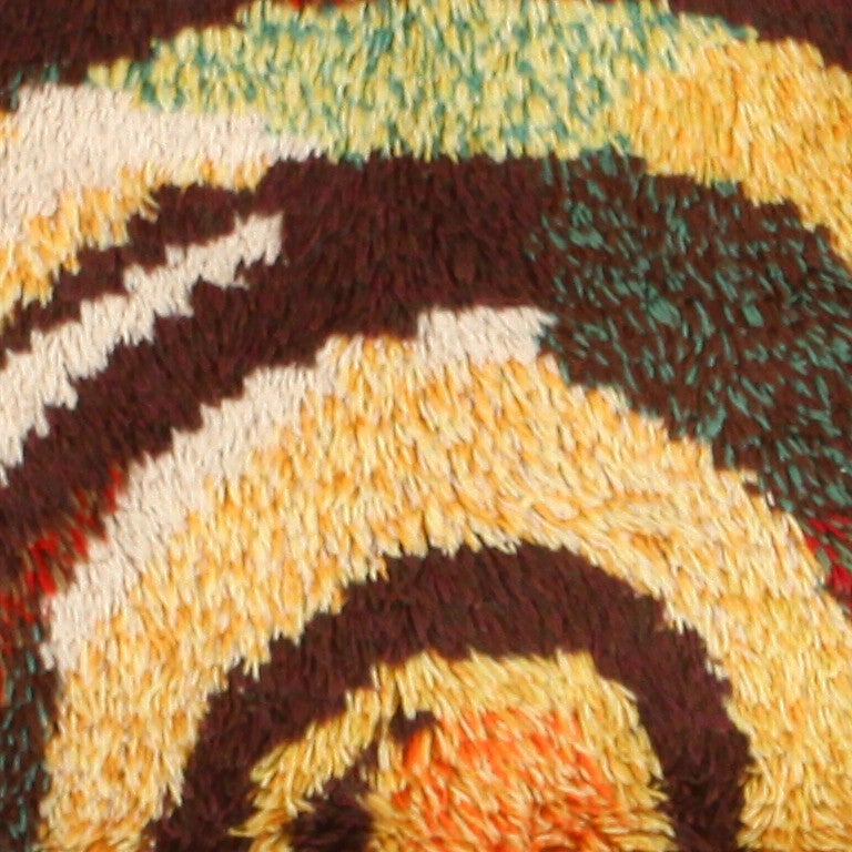 Vintage Round Swedish Rya Rug. Size: 6 ft x 6 ft (1.83 m x 1.83 m) In Excellent Condition For Sale In New York, NY