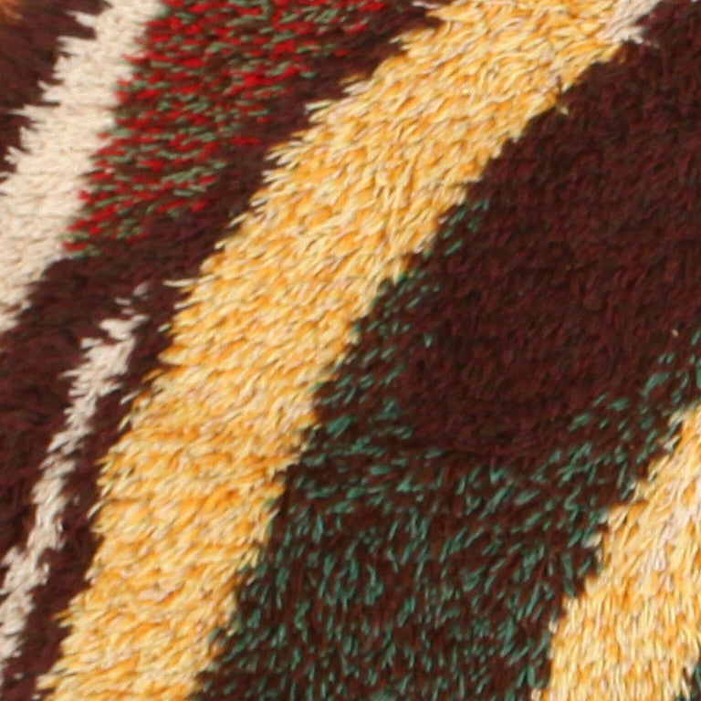 Hand-Knotted Vintage Round Swedish Rya Rug. Size: 6 ft x 6 ft (1.83 m x 1.83 m) For Sale