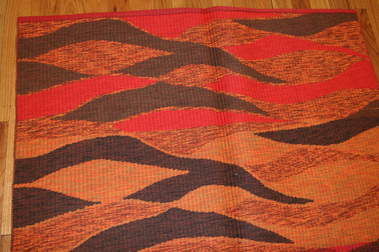 20th Century Vintage Double-Sided Swedish Kilim Carpet. Size: 5 ft x 6 ft (1.52 m x 1.83 m) For Sale