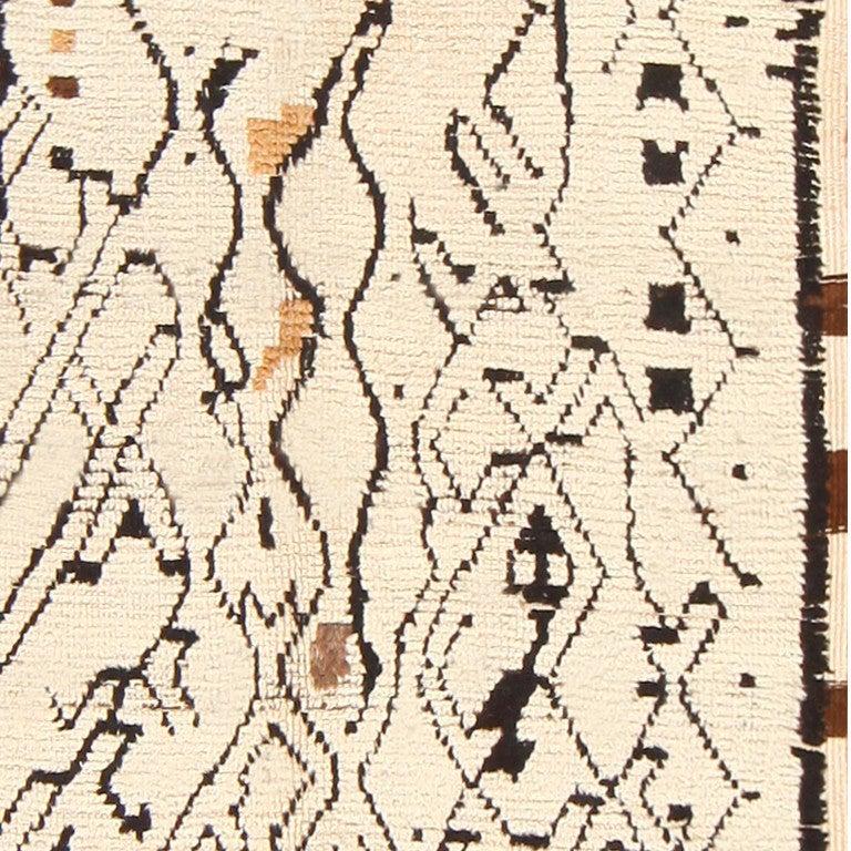 Tribal Sophisticated Vintage Moroccan Rug For Sale