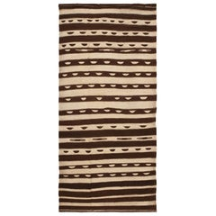 Vintage Moroccan Kilim Rug. Size: 4 ft 7 in x 9 ft 8 in (1.4 m x 2.95 m)