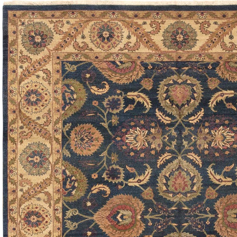 Sultanabad Rug In Excellent Condition For Sale In New York, NY