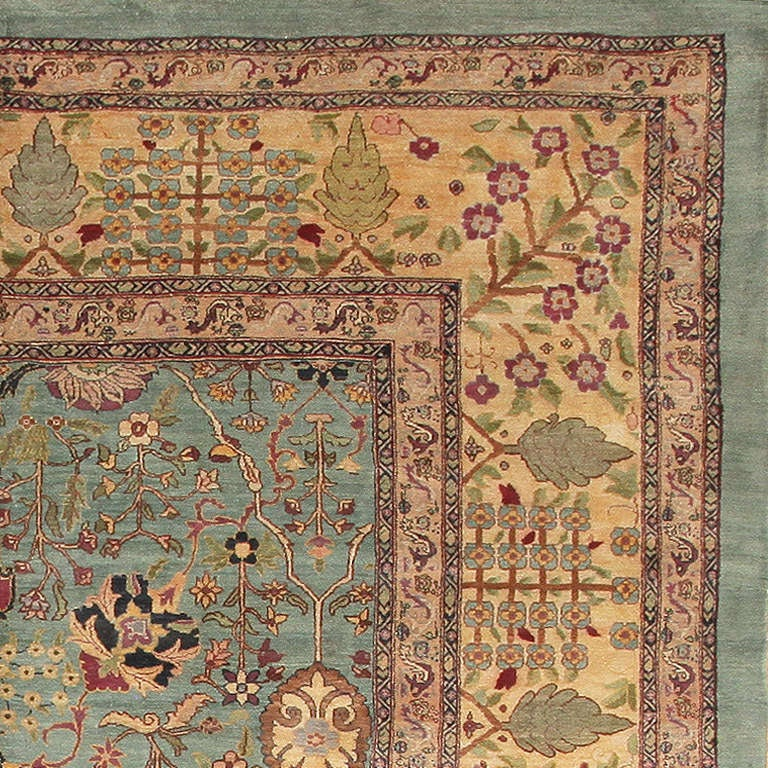 Antique Agra Rug In Good Condition For Sale In New York, NY