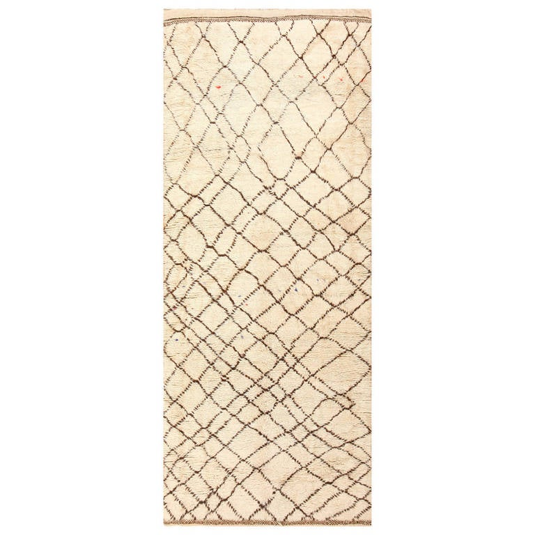 Ivory Vintage Moroccan Rug For Sale