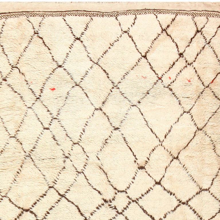 Hand-Knotted Ivory Vintage Moroccan Rug For Sale