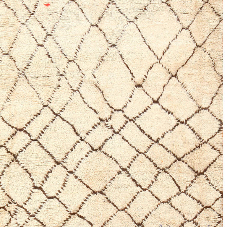Ivory Vintage Moroccan Rug In Excellent Condition For Sale In New York, NY