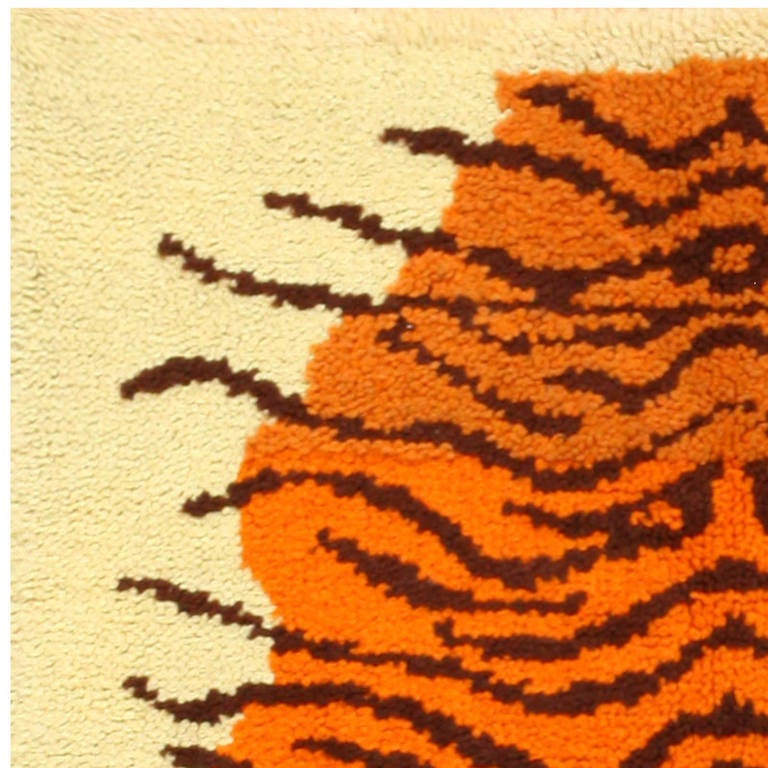 Vintage Animal Pelt Design Swedish Rya Rug. Size: 3 ft 2 in x 4 ft 10 in In Excellent Condition For Sale In New York, NY