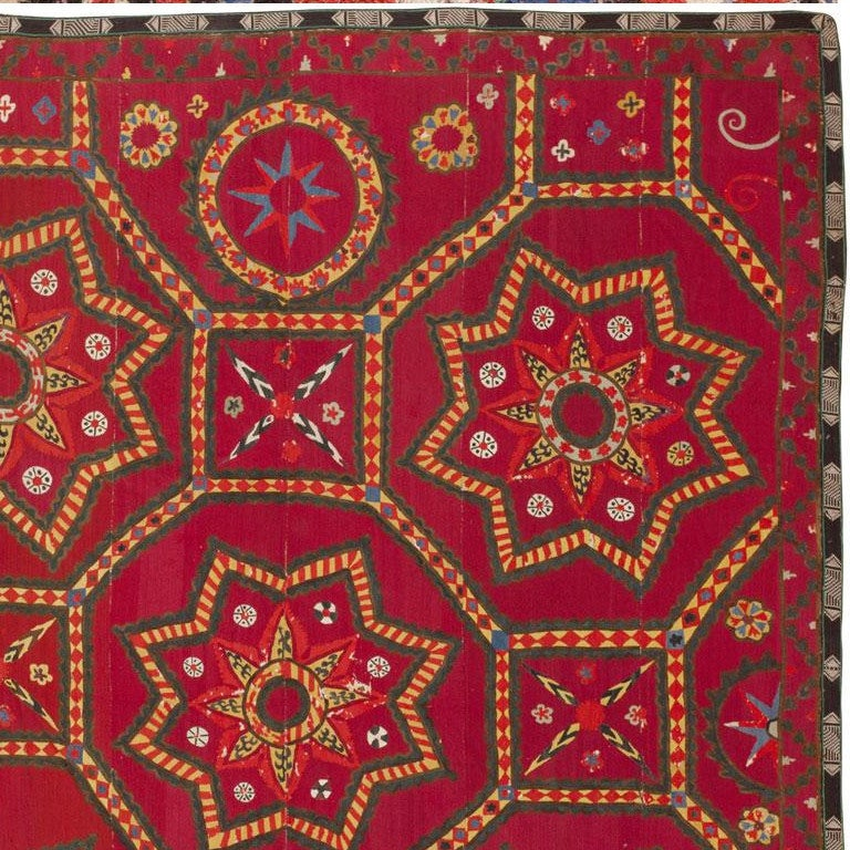 Antique Uzbeki Suzani Textile In Good Condition For Sale In New York, NY