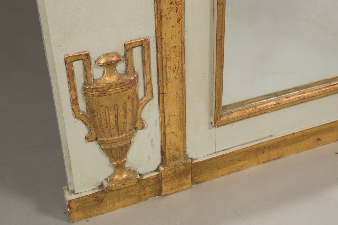 Neoclassical Style Parcel Gilt Trumeau In Good Condition For Sale In New York, NY