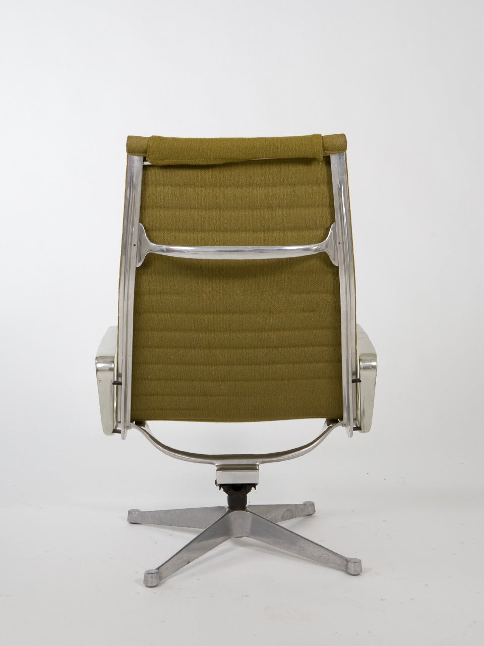 original eames for herman miller aluminum group chairs at