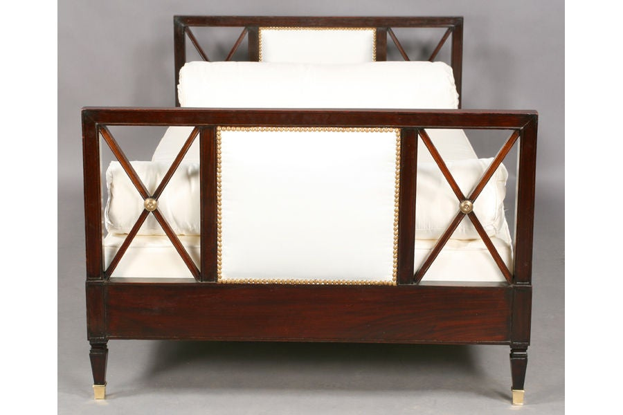 Neoclassical Style Daybed In Good Condition For Sale In New York, NY