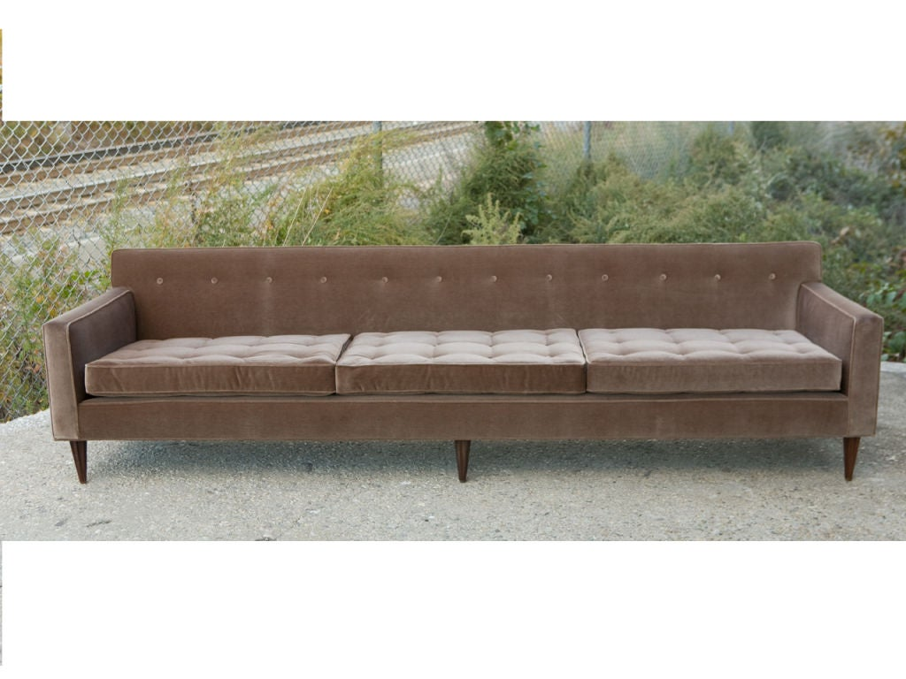 Mid century modern sofa at 1stdibs for Mid century modern sofas