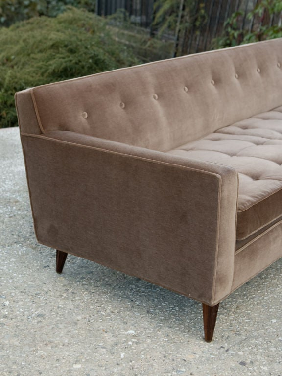 Mid-Century Modern Sofa For Sale 4