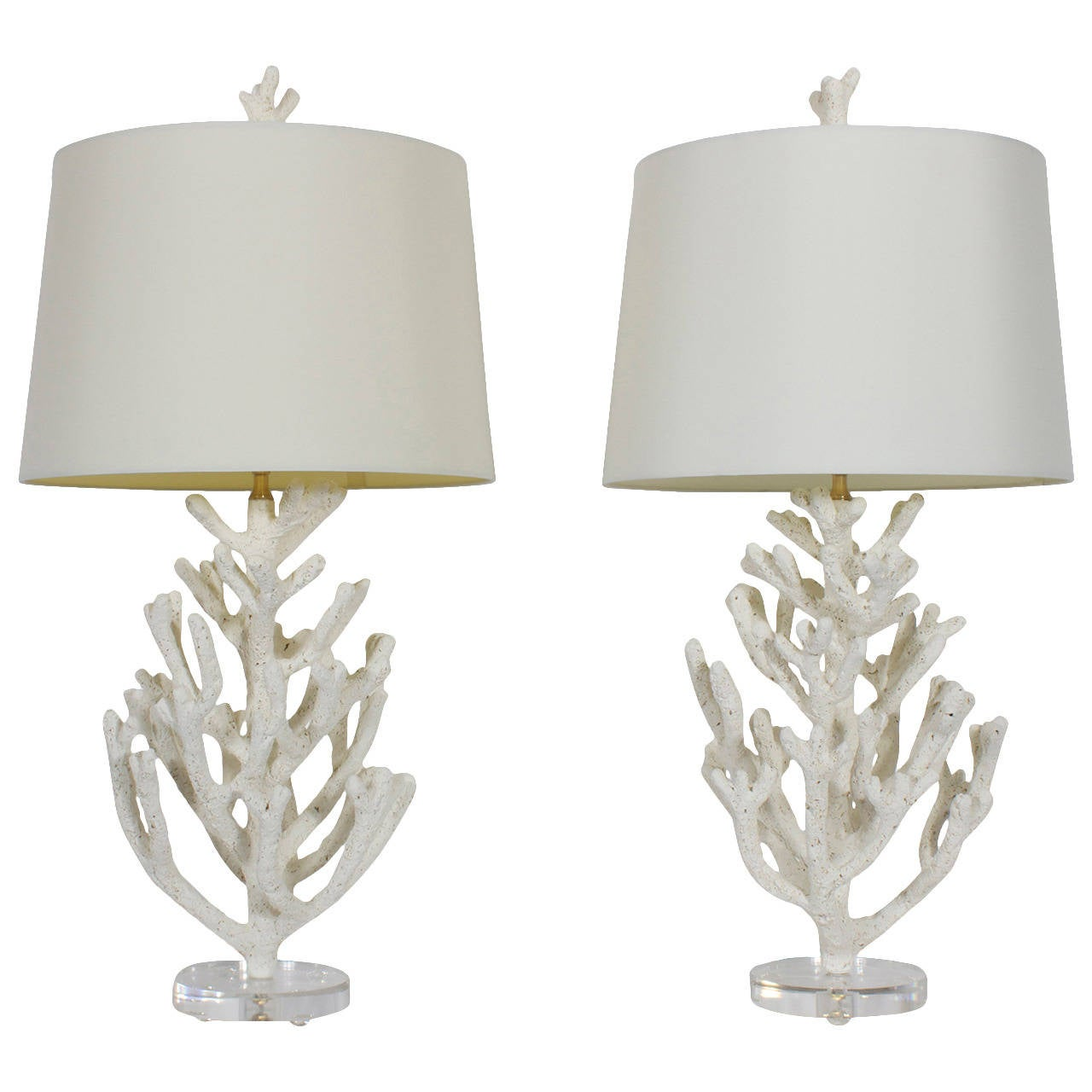 Merveilleux Pair Of Faux Coral Custom Table Lamps On Lucite Bases For Sale