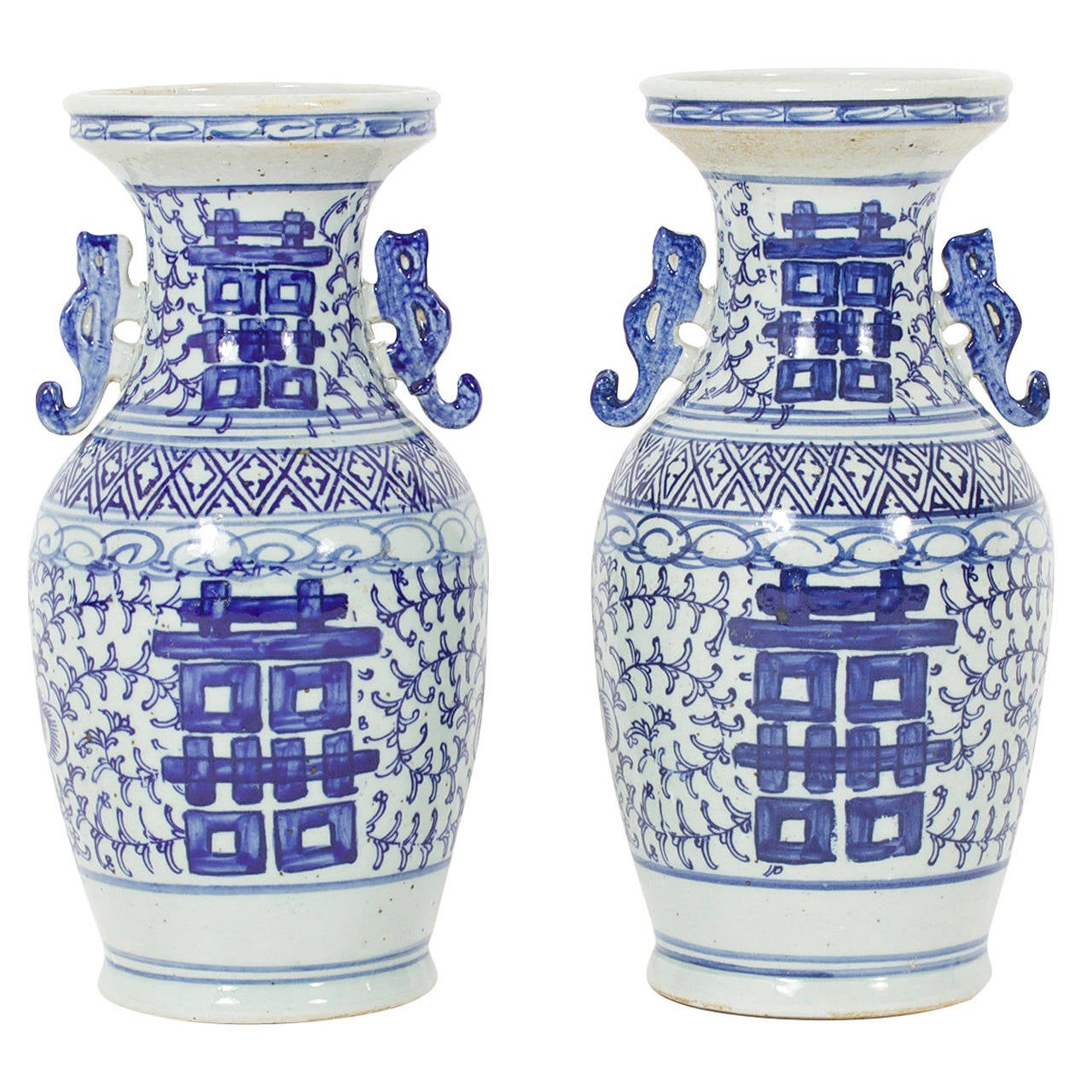 Pair of chinese export style blue and white vases at 1stdibs pair of chinese export style blue and white vases for sale reviewsmspy