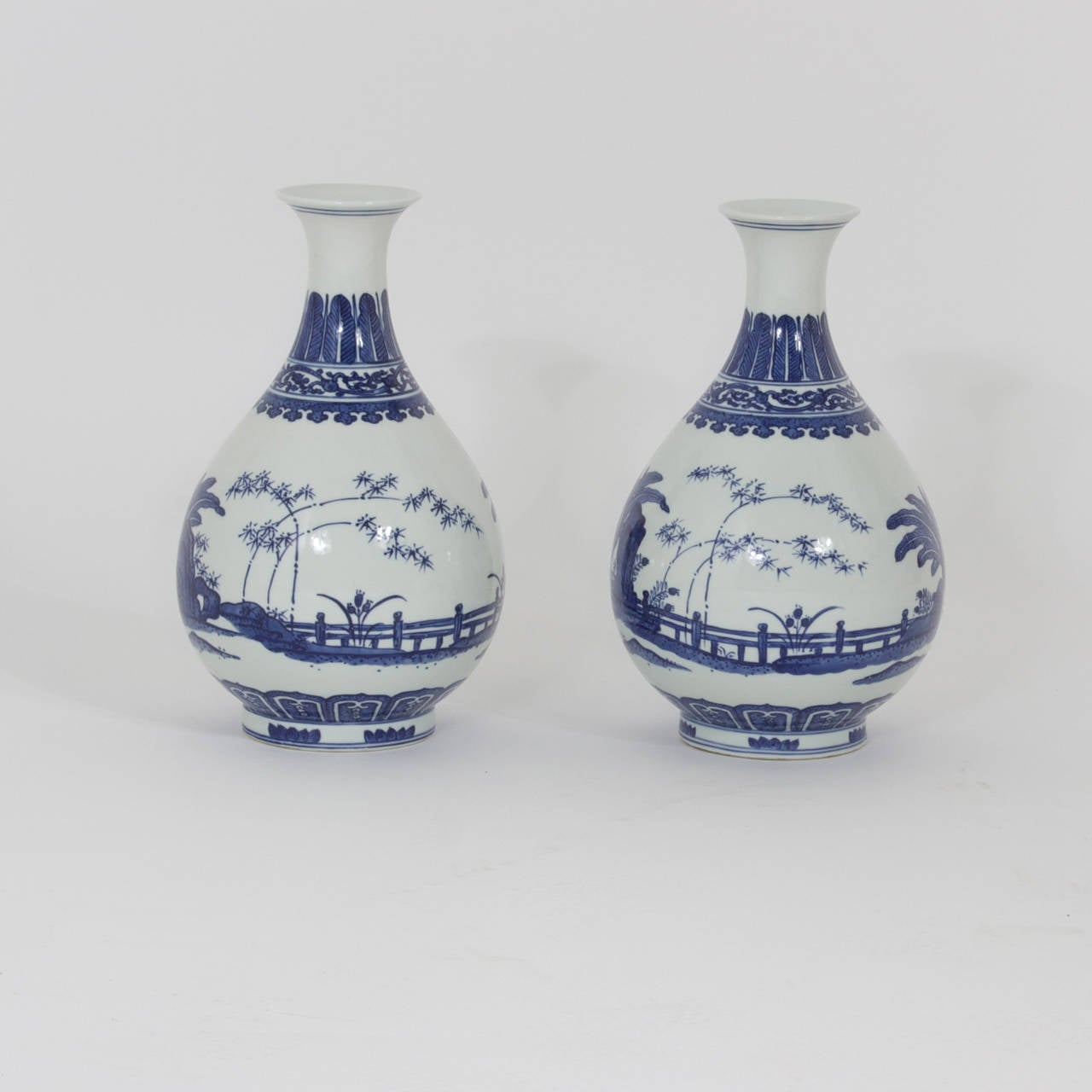 Pair of blue and white chinese export porcelain vases at 1stdibs pair of blue and white pure form chinese export blue and white ming style vases decorated reviewsmspy
