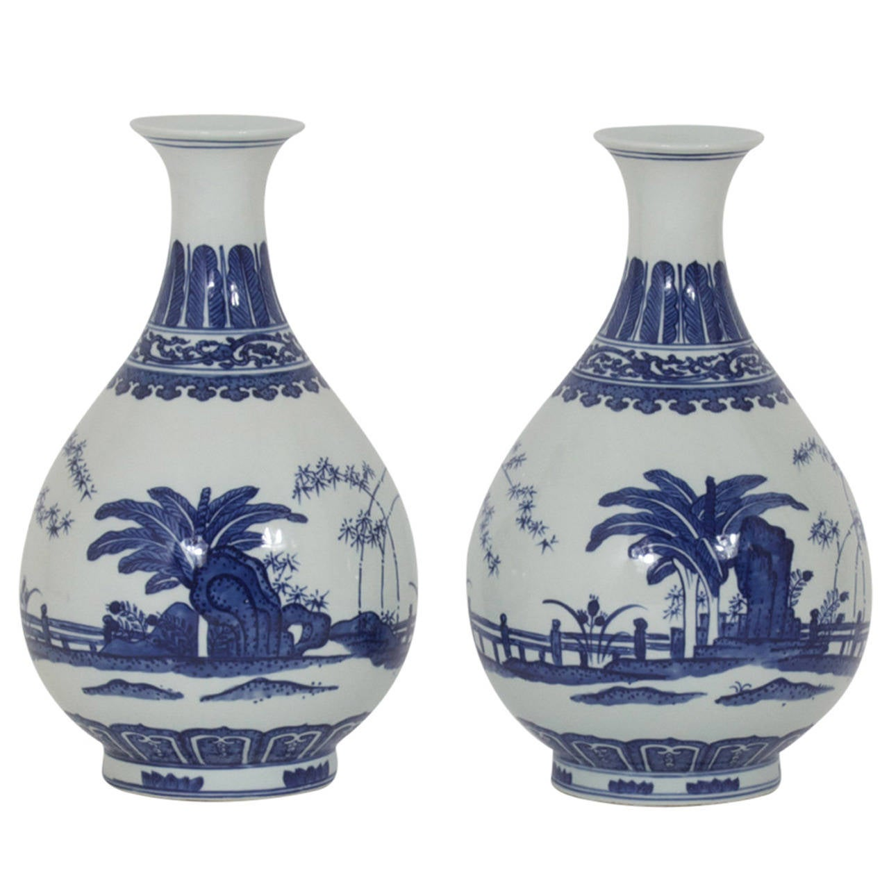 Pair of blue and white chinese export porcelain vases at 1stdibs pair of blue and white chinese export porcelain vases for sale reviewsmspy