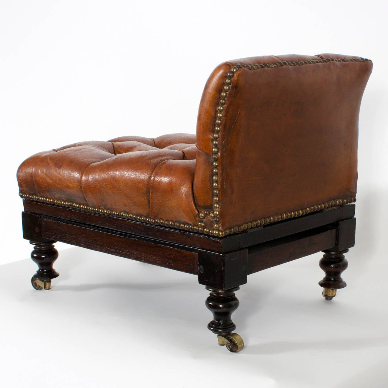 19th Century Tufted Leather Foot Stool or Bench, with Raising Capabilities In Excellent Condition For Sale In Palm Beach, FL