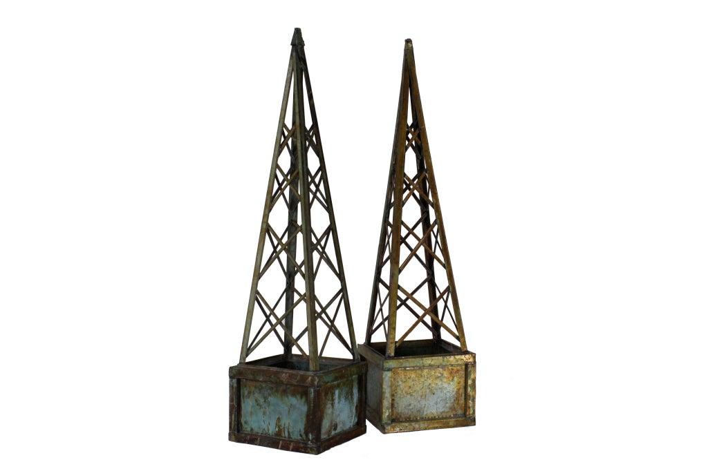 pair of faux copper verdigri metal obelisk form trellis planters at 1stdibs. Black Bedroom Furniture Sets. Home Design Ideas