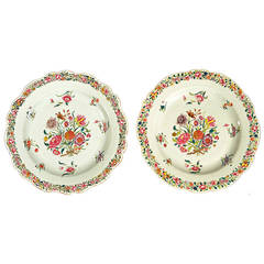 A Fine Pair of Chinese Export PorceLain Famille Rose Plates