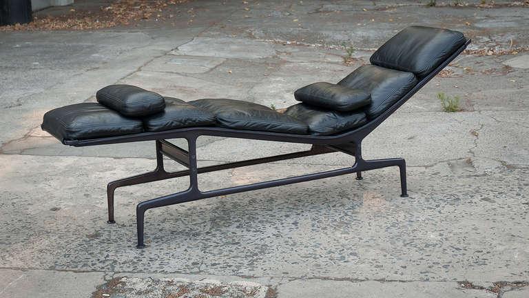 charles eames chaise for herman miller at 1stdibs. Black Bedroom Furniture Sets. Home Design Ideas