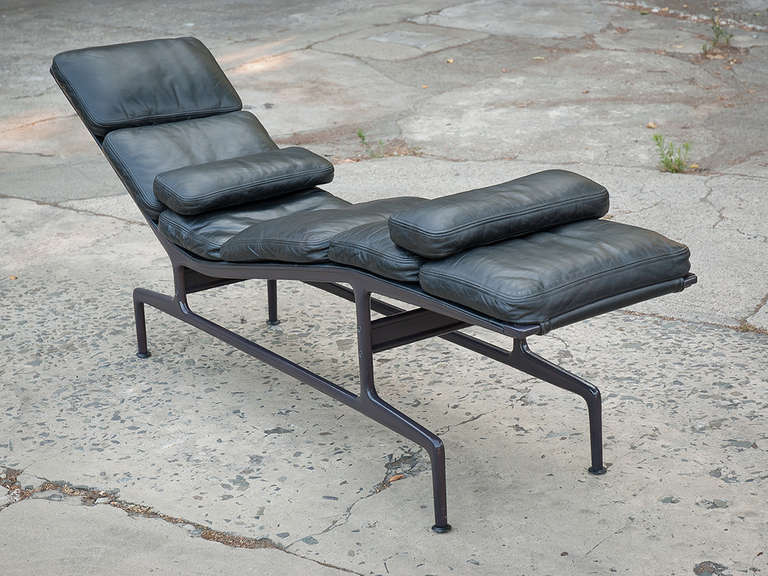 charles eames chaise for herman miller at 1stdibs. Black Bedroom Furniture Sets. Home Design Ideas