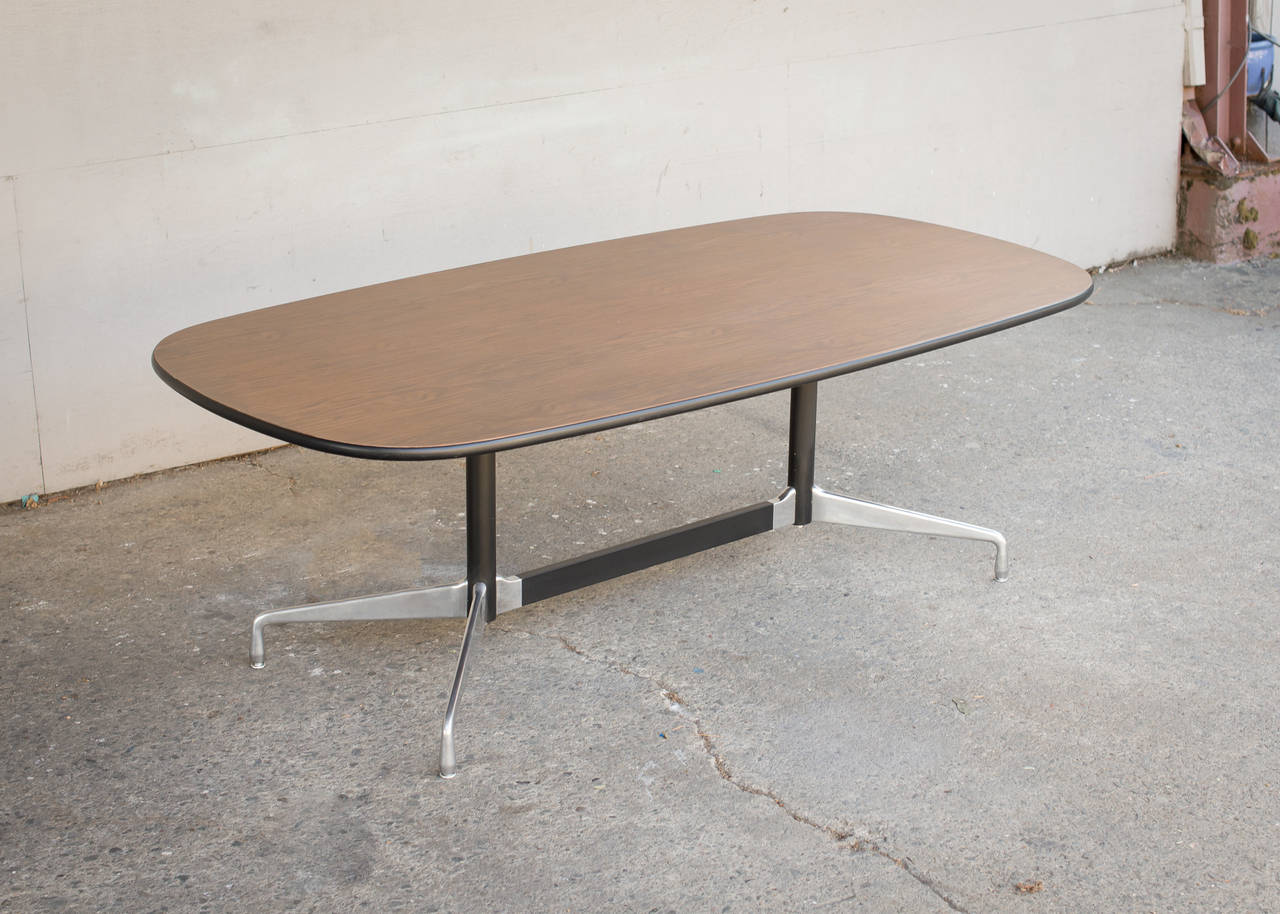 Charles eames table with lozenge top and segmented base at for Table ronde charles eames